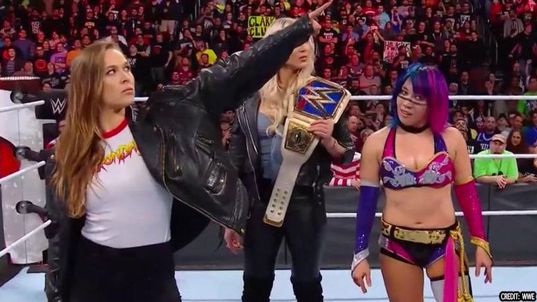 ronda rousey royal rumble signs wwe deal contract