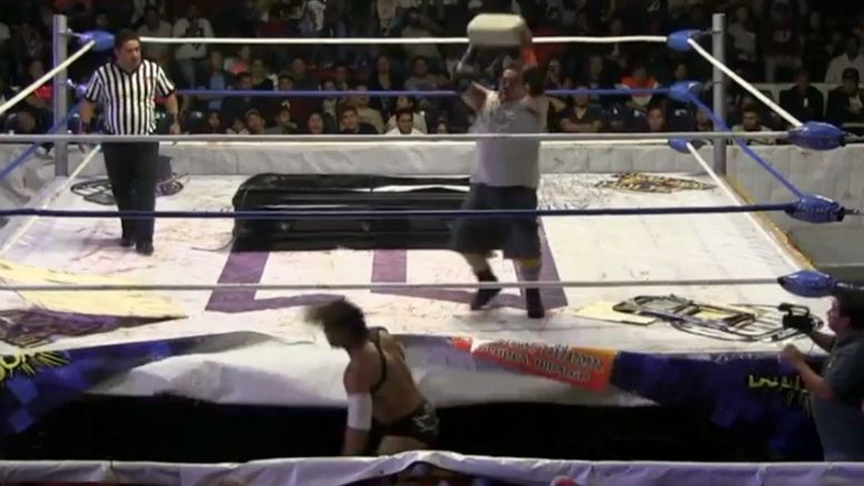 wrestler hospitalized angel o demonio concrete block video cuervo